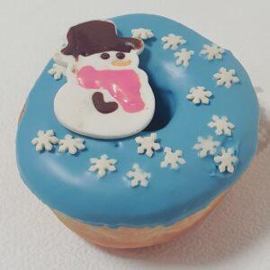 Новогодний донат пончик с снеговиком и снежинкамками